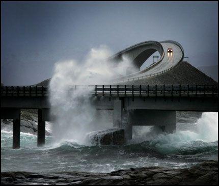 Carretera en oceano Atlantico, Noruega.