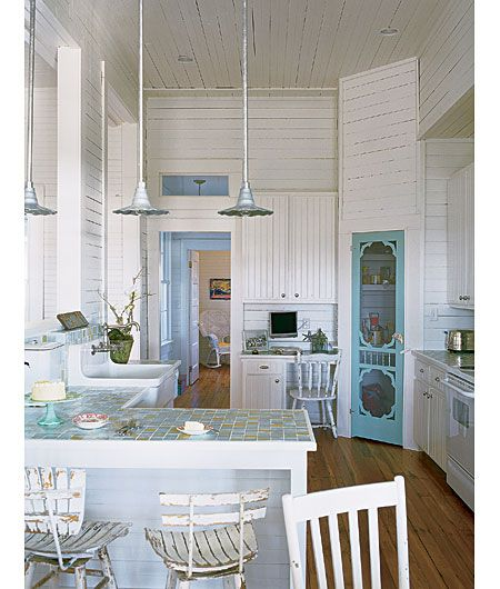 Love the white with blue accents.: Screendoor, Cottages Kitchens, Ideas, Beaches House, Old Screens Doors, Screen Doors, Pantries Doors, Beaches Cottages, White Kitchens