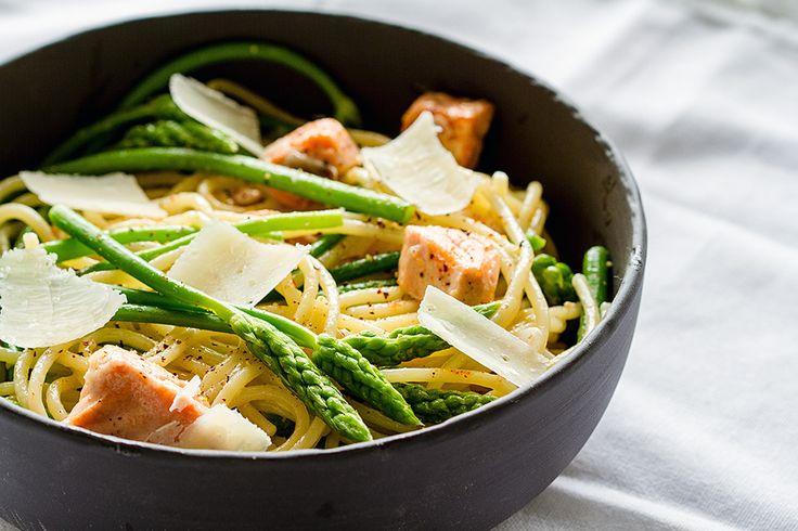 Spaghettoni aux asperges sauvages et saumon // Pastas with wild asparagus and salmon