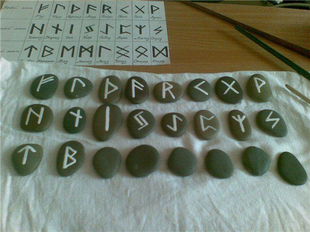 Изготовление рун из дерева, камня