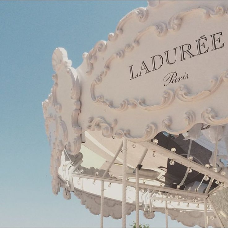 真っ白でロマンティック♡モナコに現れた『ラデュレのメリーゴーランド』が可愛すぎ!にて紹介している画像