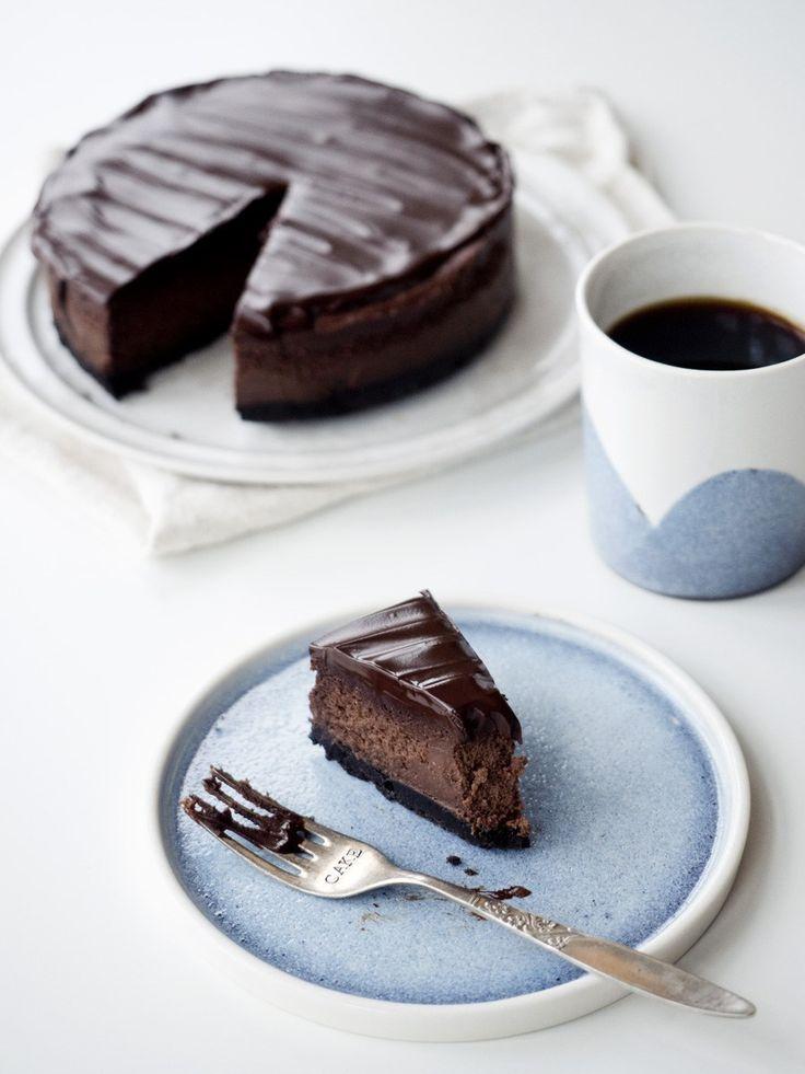 Denne cheesecake indeholder alle mine yndlingsingredienser: Chokolade, kaffe, Kahlua og Oreos. Få opskriften hos Copenhagen Cakes.