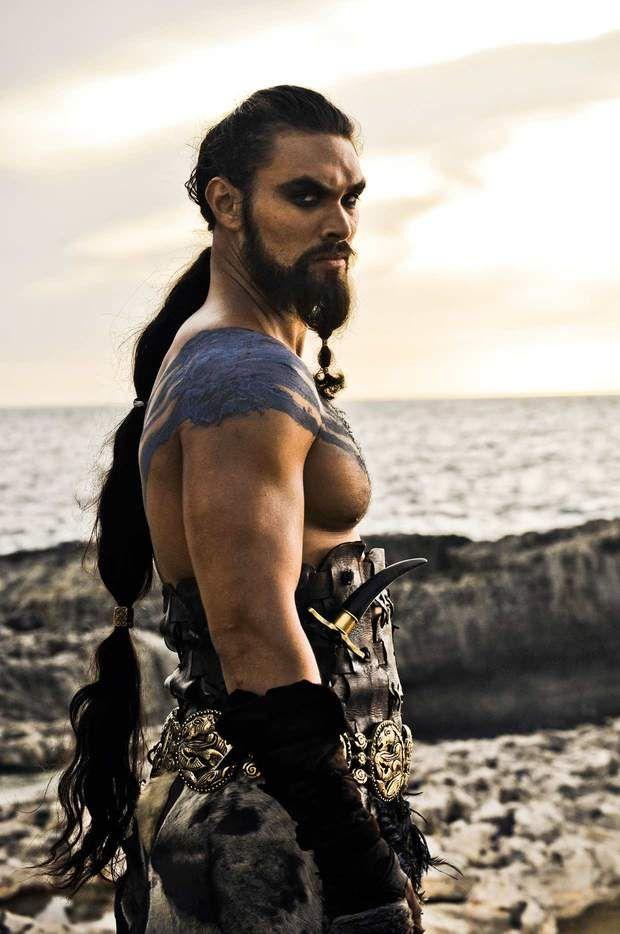 Khal Drogo (Jason Momoa) : L'amour, c'est étouffant parfois... (Saison 1, épisode10)                                                                                                                                                                                 Plus