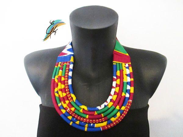 Collier massai multicolore par Ethnikrea pour Afrikrea. https://www.afrikrea.com/article/collier-massai-en-wax-colliers-mi-longs-multicolore-pour-elle-wax/E3I6TMI?utm_content=buffer06f82&utm_medium=social&utm_source=pinterest.com&utm_campaign=buffer