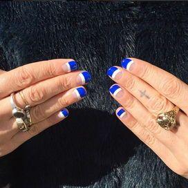 È uno dei colori più hot della bella stagione per le tue unghie. Già avvistato nei backstage delle sfilate in tutte le sue sfumature, dall'azzurro pastello al blu notte, il più gettonato è il 'navy'. Parola di Instagram