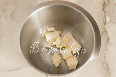 Когда растопленный шоколад остынет, переходим к приготовлению самого крема