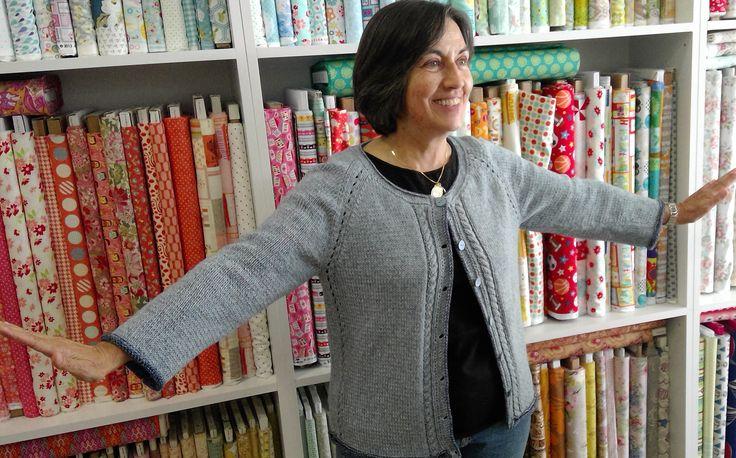 cardigan knitted with Denim Cotton DK from Debbie Bliss. Tilda pattern by Yoko Hatta #dotquiltsknittinclasses #denim  #cottonyarn #denimblue #blue