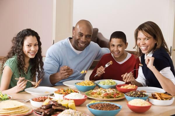 DID YOU KNOW that children that sit down and eat dinner together as a family consume 24% more fruits and vegetables than kids that don't eat as a family. #dietfreelife