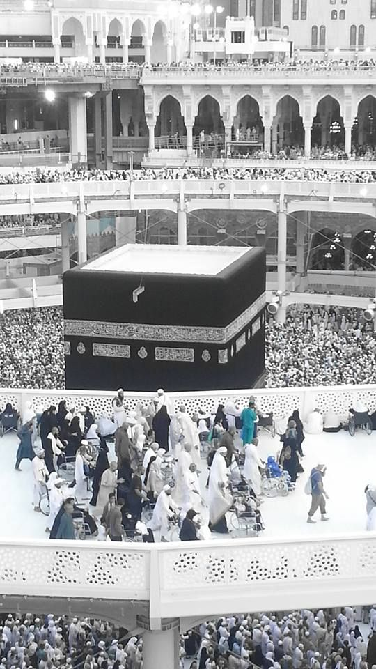 Perfect view of the top of the #Kaaba Photo credit (HadithoftheDay )