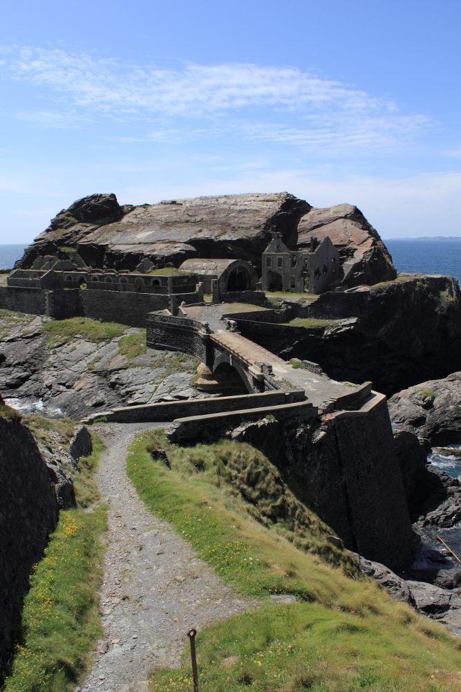 Fort des Capucins, Roscanvel, #Bretagne #brittany #tourism. Le Goulet de Brest est défendu par un puissant système de batteries et de fortificarions.