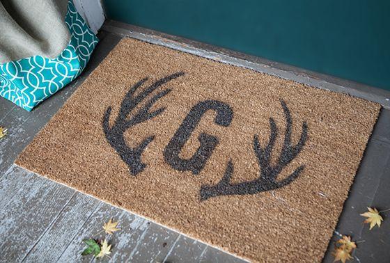 Tutorial: DIY stenciled door mat with free printable letter monogram + deer antler templates for stencils
