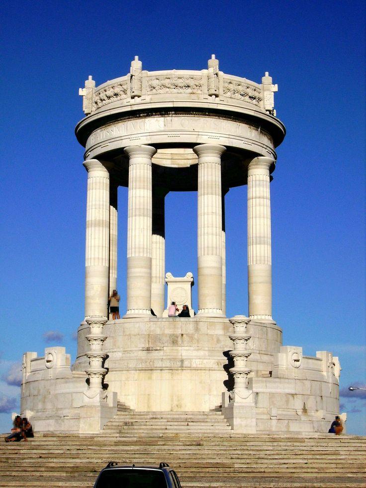 Foto del Monumento ai Caduti, in piazza IV Novembre al Passetto, Ancona, in pietra d'Istria. #ancona #rivieradelconero #conero #italy #marche #tourism #vacanze  ,Passetto