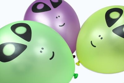 Globos con cara de alien para una fiesta original! / Cute alien balloons for a spooky party!