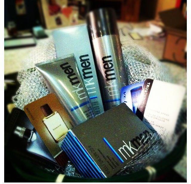 MKMen : Línea para hombres, podrás encontrar fragancias, espuma para afeitar, crema para su rostros con FPS, jabón, gel refrescante para después de afeitar...