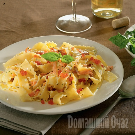 Мафальдине со сливочным соусом  http://www.goodhouse.ru/recipes/kategoriya-osnovnoe-bludo/388325/#ad-image-0