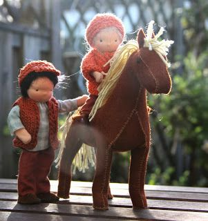 dollhouse dolls with felt horse on eline's poppenwereld