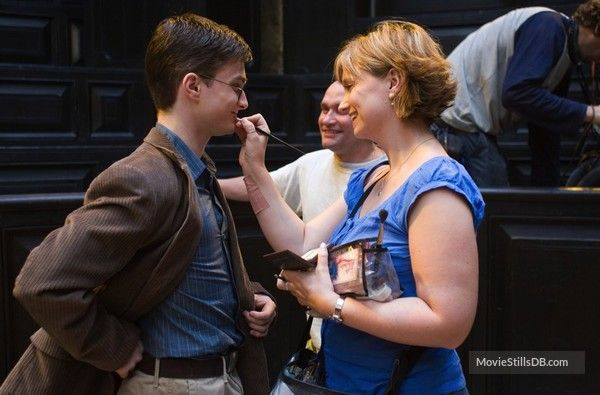 Harry Potter And The Order Of The Phoenix Behind The Scenes Photo Of Lynda Armstrong Daniel Radcl Phoenix Harry Potter Harry Potter Film Harry James Potter