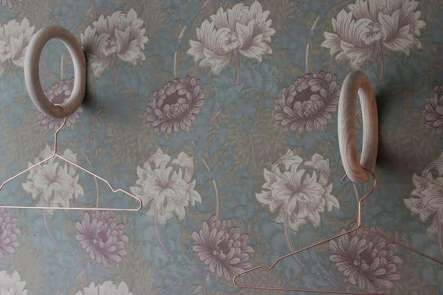 Another Side Of This Life: januari 2014 -tapet sovrum William Morris Chrysantemum