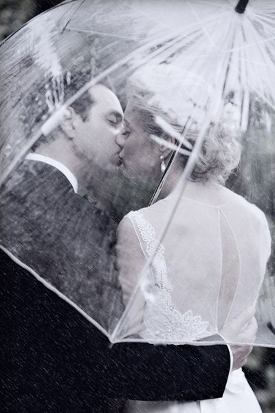 Is there anything more romantic than kissing in the rain under an umbrella? This photo makes a light drizzle more bearable.: