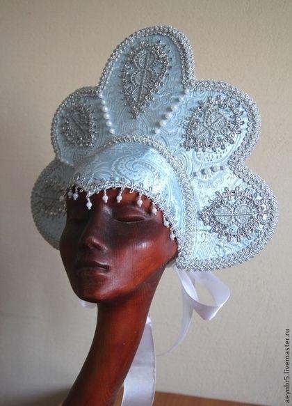 Купить или заказать Корона(здесь представлены короны,которых нет в наличии,их можно заказа в интернет-магазине на Ярмарке Мастеров. Красивая корона для костюма Снегурочки.Хорошо сидит на голове.Сзади -шапочка на резинке и бант.Корона украшена аппликацией,декоративной тесьмой,бусинами,стразами.К короне есть готовый костюм снегурочки.Красивая корона для костюма снегурочки.Хорошо сидит на голове.Сзади -шапочка на резинке и бант.Корона украшена аппликацией,декоративной тесьмой.