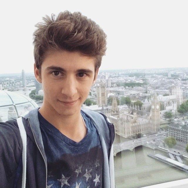 favij-Selfie-parigi.jpg (640×640)