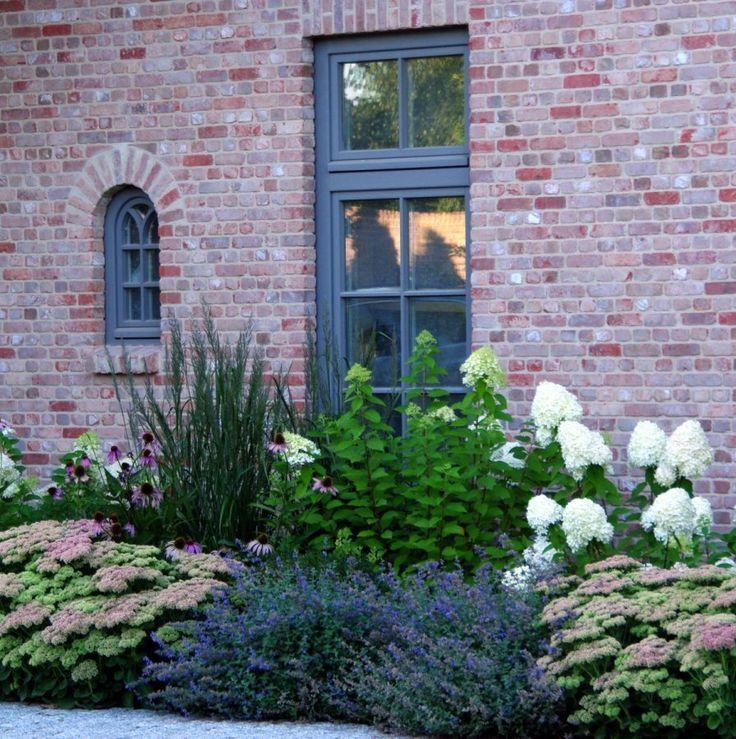 Sielsko und elegant. Dies ist unser neuer Garten im schönen Einfamilienhaus
