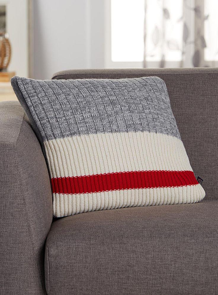 les 25 meilleures id es de la cat gorie chambre accent rouge sur pinterest murs de chambre. Black Bedroom Furniture Sets. Home Design Ideas