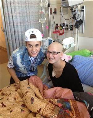 Justin Bieber visits cancer-stricken fan in hospital (@belieberbabes/Twitter)