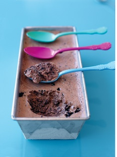 Ok Ok... this recipe for double chocolate brownie semifreddo sounds pretty delicious. But I'm loving those #spoons! If those are metal and not plastic, I want to know where the heck I can find them because I want them!