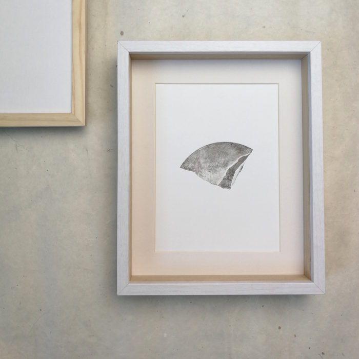 Morceau 1, gravure en taille-douce réalisée par Joëlle Toubon. Oeuvre unique.   Les gravures de Joëlle Toubon sont comme des promenades sur des terrains escarpés, des paysages ...