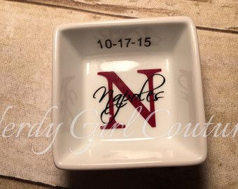 Customizable ring dishes make the perfect gifts for weddings,bridal showers,engagements,birthdays,teacher appreciation week,bridesmaids gifts,mothers day,anniversaries and valentines day.  Petite monogrammed white ceramic ring dishes measure 3x3.These dishes are perfect by the kitchen sink or on your nightstand. When ordering please include the following in the notes section: -Large letter -Large letter color -Name/date -Name/date Color  Dont see what your looking for message me and...