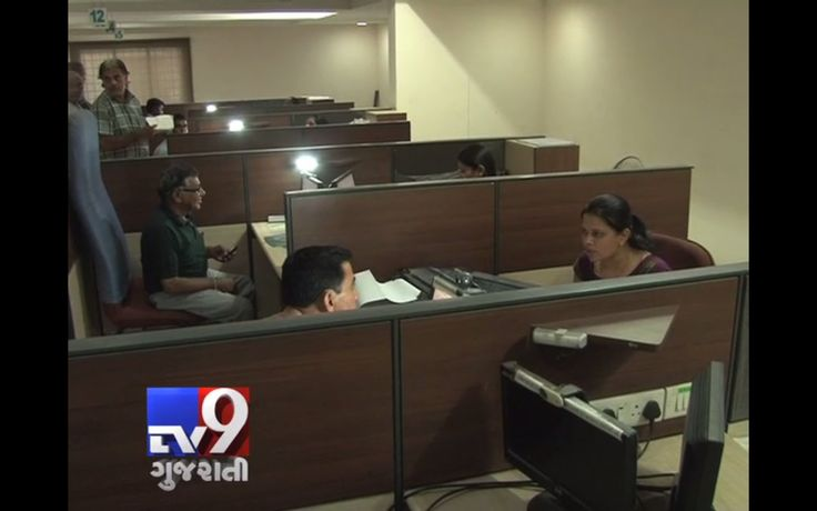 Ahmedabad : The transport department had began issuing smart card driving licenses and registration certificates a couple of years ago. However, in the absence of smart work practices applicants are being forced to wait in ques for long to get their turn City RTO office has completely computerised the process of issuing driving licences, registration of vehicles and other related jobs. Instead of helping people, the new systems have ended up delaying things.