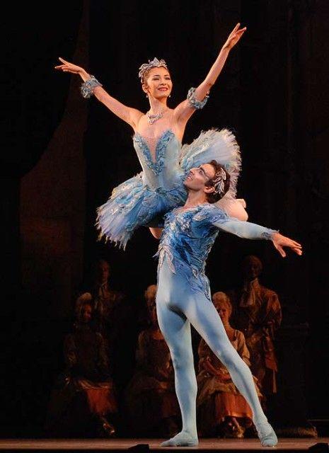 ballet dancers partnering   www.ballet.co.uk . . .
