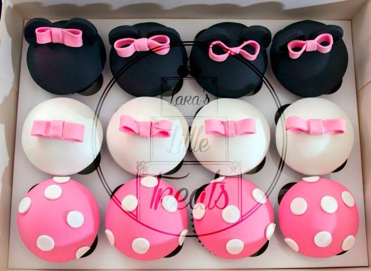 Minnie Mouse matching cupcakes #laraslittletreats #minniemouse #birthdaycake #cupcake