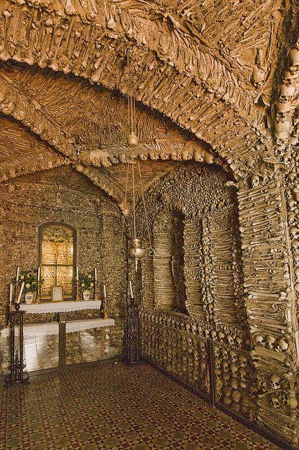 """The Chapel of Bones (Capela dos Ossos), Campo Maior, Portugal (5) by nhojuonah, via Flickr """"Nós ossos que aqui estamos, pelos vossos esperamos"""" - está lá escrito."""