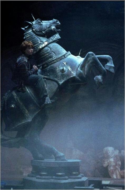 Ron Weasley playing chess, troldmandsskak, horse, springer, game, Harry Potter, movie, scene, photo
