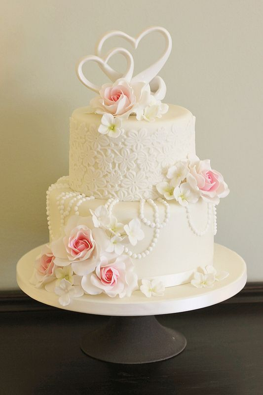 Lace and pearls wedding cake...