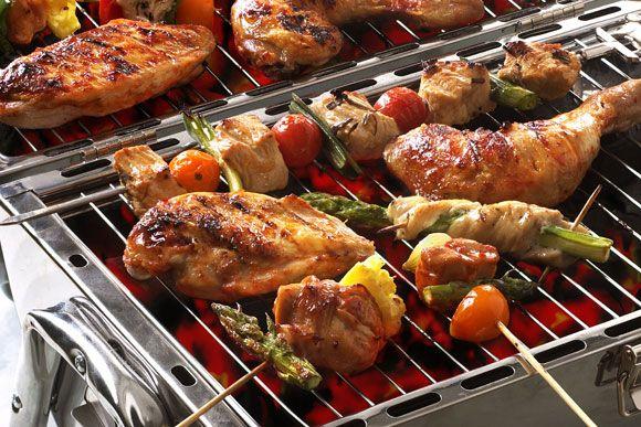 Kylling er alltid supermørt og er ideellt å tre på grillspidd - enten sammen med grønnsaker eller med kylling og grønnsaker på hvert sitt spyd.