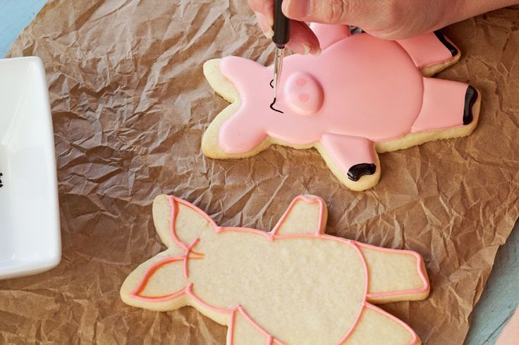 Hogs and Kisses Cookies - The Bearfoot Baker