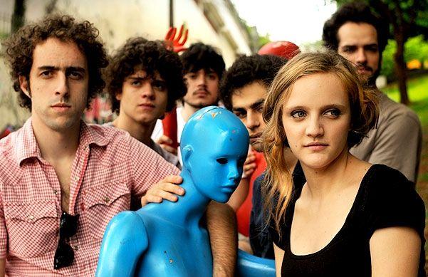 """O Sesc recebe a banda Garotas Suecas no dia 9, às 20h30, com entrada a R$ 12. O evento faz parte do projeto """"Supernova"""", que cede espaço a músicos do cenário alternativo da música urbana, visando contemplar artistas com trabalhos autorais e inovadores. Sobre a banda: Formado em 2005 por cinco meninos e uma menina...<br /><a class=""""more-link"""" href=""""https://catracalivre.com.br/geral/agenda/barato/garotas-suecas-toca-no-sesc-vila-mariana/"""">Continue lendo »</a>"""