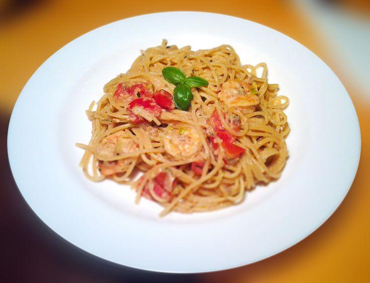 Spaghetti con vino bianco e gamberetti crema #italianfood, #pasta