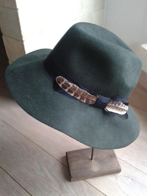 Brand new lovely hat! Ready to wear :)