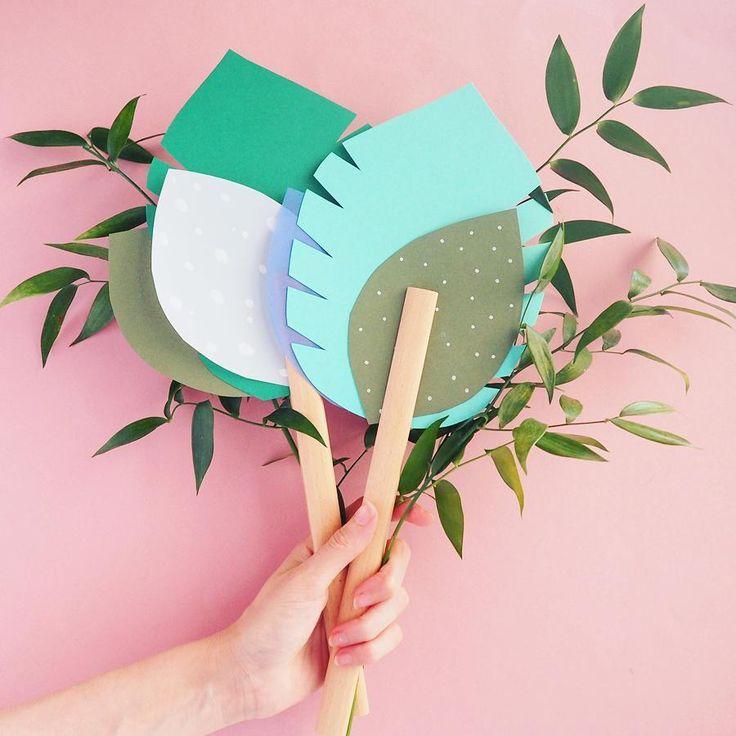 """52 mentions J'aime, 7 commentaires - Les Gambettes Sauvages (@lesgambettessauvages) sur Instagram: """"Nouveau #DIY sur le blog !  Un tuto pour fabriquer un éventail végétal en papier. Facile,…"""""""