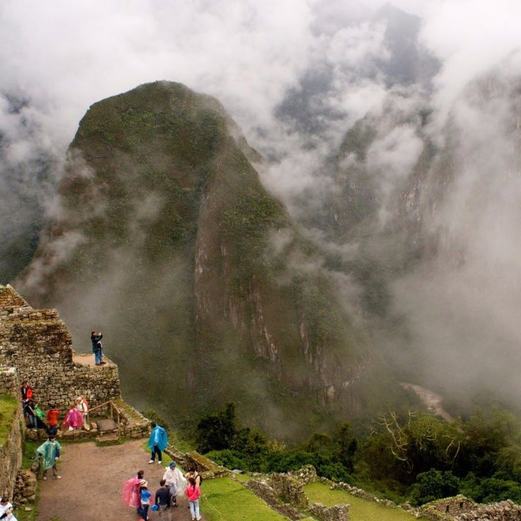 Manchu Picchu Peru. Its remote location means it was never found by the Spanish but it fell into disuse with the end of the Inca Empire. It has strong natural defences but was never fortified being both a palace for the Emperor and a religious center.  #photoftheday #travelphoto #wishiwasthere #wanderlust #travelphotography #travelsnaps #travelporn #traveling #travelinggram #explore #peru