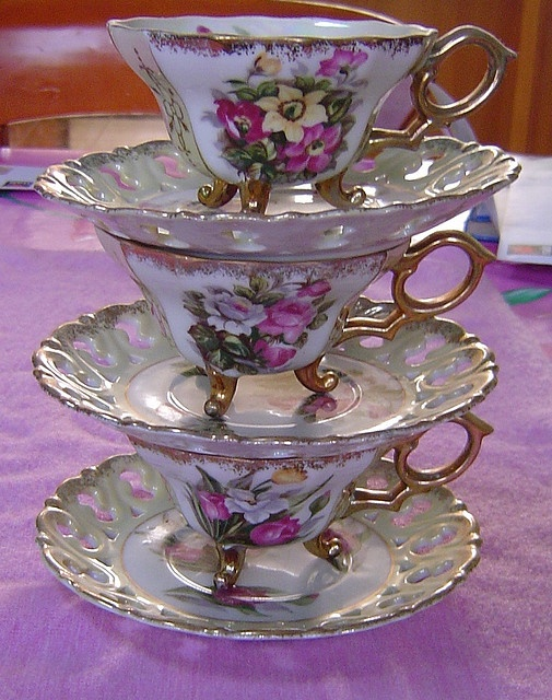 tower of cups: Pretty China Teapots, Teas Time, Teas Cups, Teas Pots, High Teas, Teas Sets, Foot Teacups, Teas Parties, Teapots And Teacups Teapots
