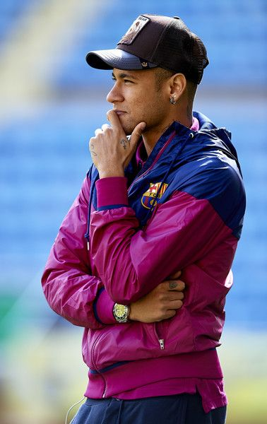 Neymar JR of Barcelona looks on prior to the La Liga match between Villarreal CF and FC Barcelona at El Madrigal on March 20, 2016 in Villarreal