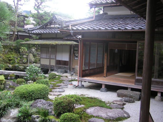 Outside shot of a traditional japanese home with an engawa for Japanese house garden