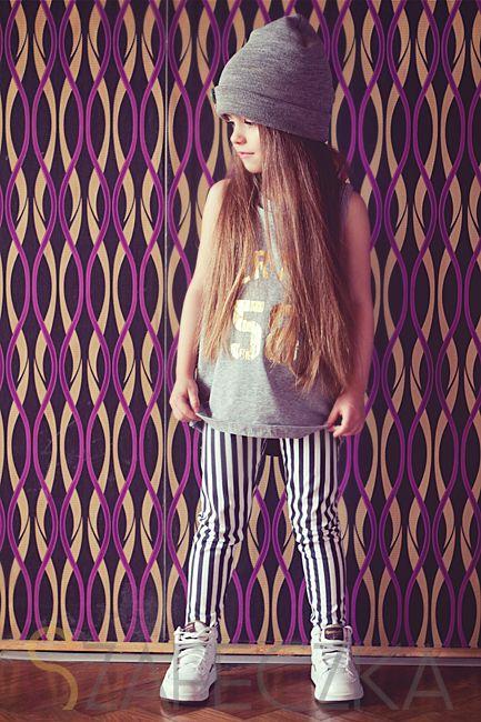 Look très sportwear pour cet petite fille