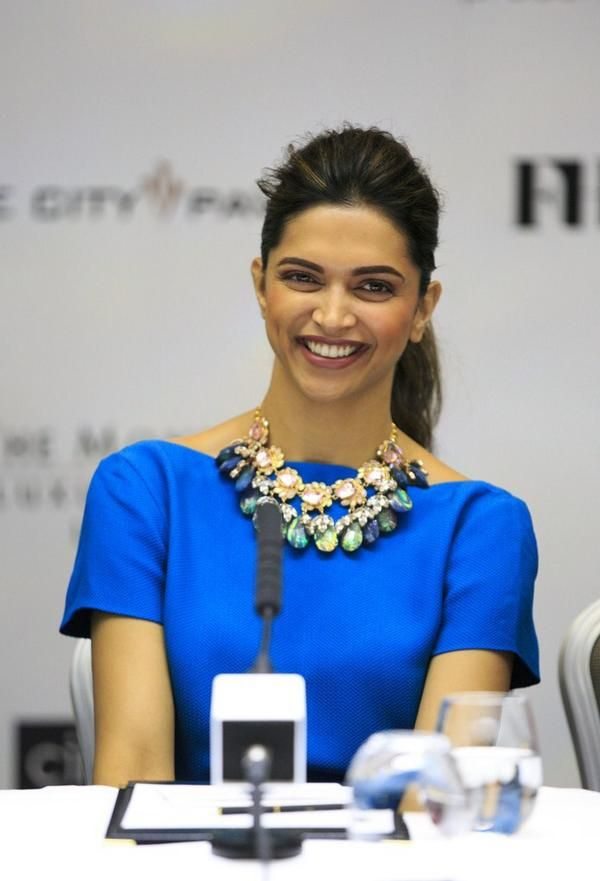Deepika Padukone promoting Happy New Year