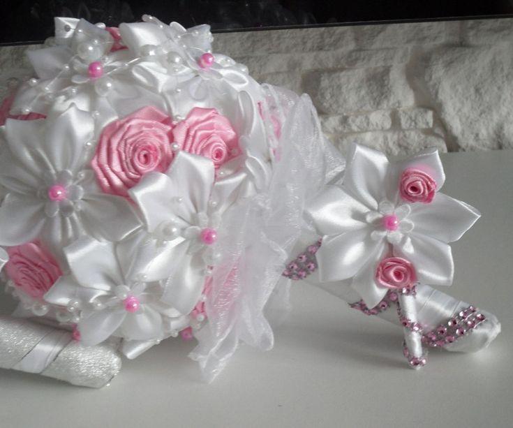 Saténové látkové kytice   Saténová kytica + pierko pre ženícha - biela+ slabo ružová   Svadobná výzdoba: svadobné pierka, kytice, pohare, dekorácie
